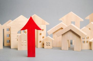 red-arrow-up-miniature-wooden-houses_72572-1098